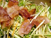 豚バラ肉のカリカリサラダ