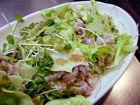 豚肉とレタスのサラダ